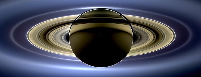 Saturn-odvracena-strana-z-Cassini.jpg